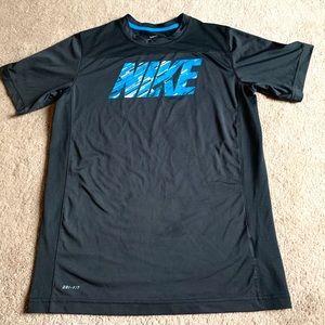 Nike boys short sleeve tee